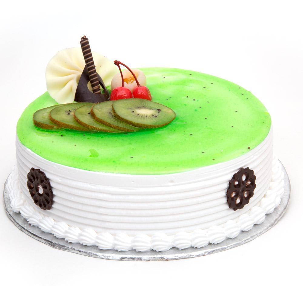Kiwi layered cake