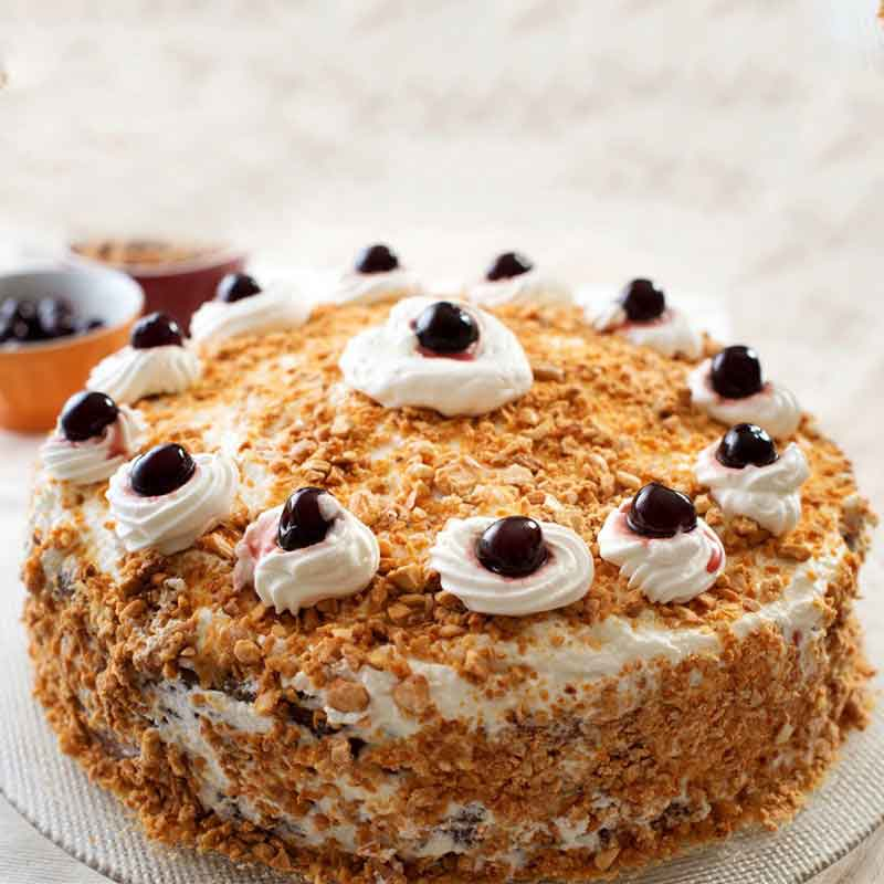 Strawberry almonds cake