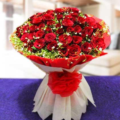 Red roses romantic